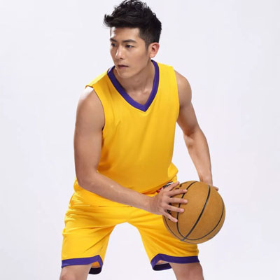 在篮球服上打广告字印号码
